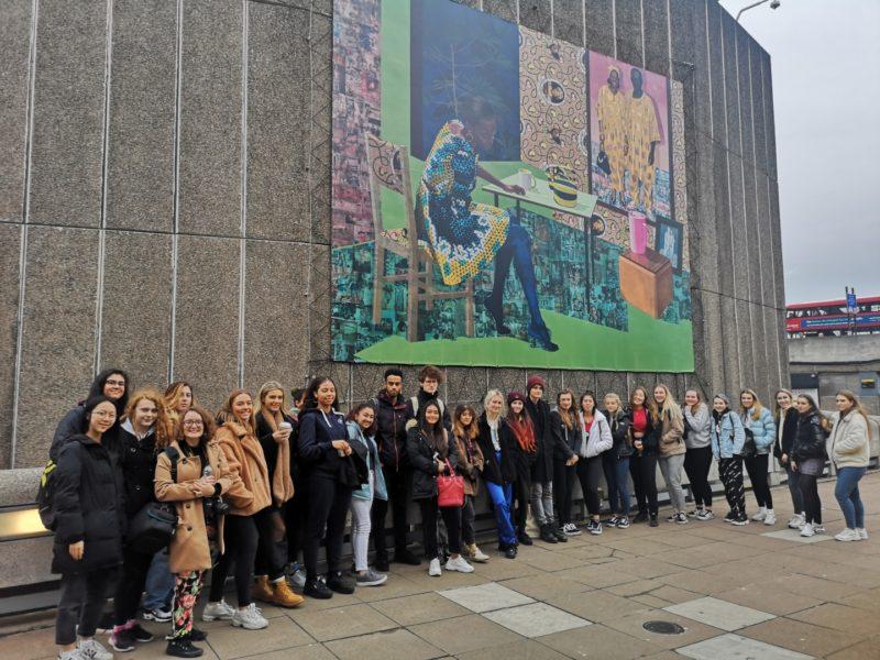 Saatchi and Hayward's gallery trip